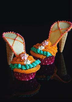 Here I present you the gayest mother of all gays, gayer then rainbow and unicorn, Karl Lagerfeld inspired ice cream shoe cupcakes!