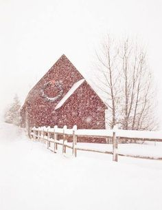 Red Barn with Snow and Fence Country Christmas, Winter Christmas, Winter Snow, Hirsch Illustration, Barn Pictures, Country Barns, Country Living, I Love Winter, Winter Scenery