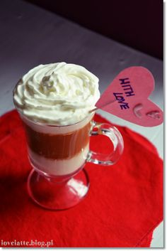 Raspberry & white chocolate mocha przepis: http://lovelatte.blog.pl/2014/02/16/raspberry-white-chocolate-mocha/