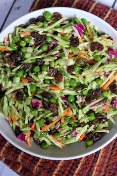 Easy Broccoli Slaw Recipe : 121 calories and 5 Weight Watchers SmartPoints per serving. Broccoli Slaw Recipes, Salad Recipes, Broccoli Slaw Salad, Broccoli Slaw Dressing, Drink Recipes, Clean Eating, Healthy Eating, Vegetarian Recipes, Cooking Recipes