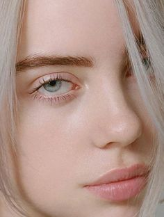 Glow with no makeup :) billie eilish ocean eyes, couture trends, bare beauty Billie Eilish Ocean Eyes, Pretty People, Beautiful People, Videos Instagram, Bare Beauty, Natural Beauty, Becky G, Foto Art, Pretty Face