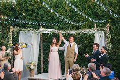 Pensar em casar na chácara da família ou no quintal da sua casa (home wedding) é uma boa idéia para reduzir custos e deixar a festa mais intimista (se for com menos de 150 convidados né). Mas o que…
