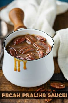 Pecan Praline Sauce this homemade rich and buttery praline sauce only takes 10 minutes to make and is filled with roasted pecans and a decadent caramel flavor! chicken recipes dinners,cooking and recipes Pecan Recipes, Sauce Recipes, Dog Food Recipes, Cooking Recipes, Caramel Recipes, Kitchen Recipes, Chicken Recipes, Sauce Caramel, Sauces