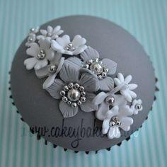 Cupcake Decorating: Wedding