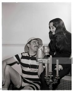 John Astin and Carolyn Jones as Gomez and Morticia Addams ❤❤ Original Addams Family, The Addams Family 1964, Addams Family Tv Show, Family Tv Series, Morticia And Gomez Addams, John Astin, Charles Addams, Carolyn Jones, The Munsters