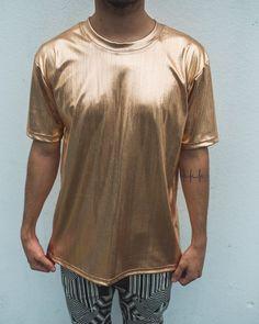 camiseta dourada metalizada loja-joaozunino.com.br