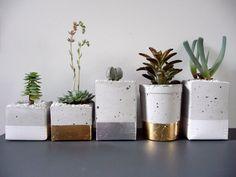 Glamorous Gold and Silver Leaf Planters Gardenista Macetas! Concrete Planters, Planter Pots, Succulent Planters, Diy Concrete, Diy Planters, Cement Pots, Ceramic Planters, Concrete Design, Concrete Blocks