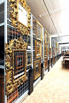 Art storage systems are individually designed solutions to make best use of available floor to ceiling space, to protect and preserve from dust and humidity all fine arts and collections.