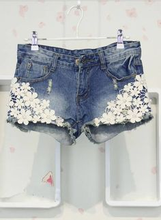 Jeans short with white flowers