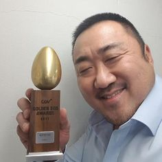 Ma Dong-seok Smiles Merrily With His Newest Award