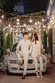 Pre Wedding Shoot Ideas, Pre Wedding Poses, Pre Wedding Photoshoot, Korean Couple Photoshoot, Korean Wedding Photography, Couple Photography Poses, Vintage Couple Photography, Wedding Prep, Wedding Reception