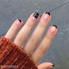 The advantage of the gel is that it allows you to enjoy your French manicure for a long time. There are four different ways to make a French manicure on gel nails. Cat Nail Designs, Halloween Nail Designs, Cat Nail Art, Cat Nails, Holiday Nails, Christmas Nails, Color Block Nails, Halloween Acrylic Nails, Cute Halloween Nails