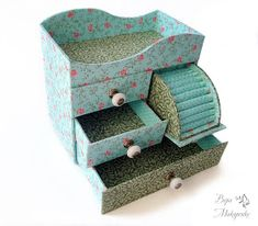 ru diy rangement organization on carton Diy Jewlery Box, Jewerly Box Diy, Cardboard Jewelry Boxes, Cardboard Crafts, Paper Crafts, Desk Organization Diy, Diy Storage, Diy Arts And Crafts, Diy Crafts