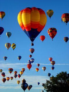 Multi-Balloon Flyover (by Nihihiro & Shihiro) Balloon Glow, Air Balloon Rides, Hot Air Balloon, Balloon Flights, Air Ballon, Air Travel, Beautiful World, Scenery, Morning Sun