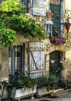 Saint-Rémy-de-Provence via Saint-Rémy-de-Provence Tourisme