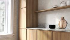 Jalavaviilu ja carrara-marmori luovat rauhallisen ja ajattoman tunnelman keittiöön. Carrara, Floating Shelves, Kitchens, Touch, Home Decor, Decoration Home, Room Decor, Wall Shelves, Kitchen