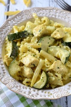 Pasta with zucchini, green beans and chicken in curry sauce - Flavors on the plate Pasta Recipes, Cooking Recipes, Healthy Recipes, Potato Dumpling Recipe, Sauerkraut Recipes, Clean Eating, Healthy Eating, Zucchini Pasta, Good Food
