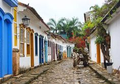 Horse, Paraty, Brazil Paraty (or Parati) is a preserved Portuguese colonial and Brazilian Imperial municipality with a population of about It is located on the Costa. Paraty Brazil, Central America, South America, Green Corridor, Great Places, Paths, Travel Inspiration, Places To Visit, Horses