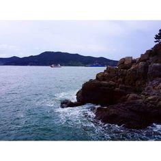【kims__picture】さんのInstagramをピンしています。 《#킴찰칵 오동도 용굴. 여수.. 비가온다..😂😂 . . . . . . #여수 #오동도 #비 #바다 #용굴 #여수오동도 #여행 #사진 #풍경 #사진 #하늘 #바다하늘 #감성 #旅游 #下雨 #雨 #海 #海洋 #trap #yeosu #sea #sky #바다스타그램 #여행스타그램 #사진스타그램 #풍경스타그램 #하늘스타그램 #일상 #일상스타그램 #감성스타그램》