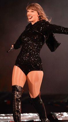Taylor Swift Hot, Taylor Swift Music, Swift 3, Taylor Swift Style, Taylor Swift Pictures, Lady, My Idol, Queens, Celebrities