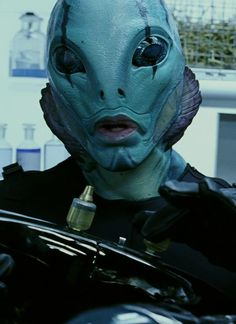 A mans face and a fish face mixed together. Very interesting how the eyes have no colour and the nose is lost only showing nostrils Hellboy 2004, Hellboy Movie, Fish Makeup, Abe Sapien, Alien Life Forms, Red Right Hand, Alien Aesthetic, The Shape Of Water, Alien Character
