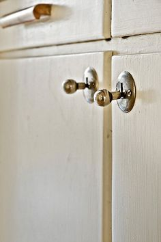 These old knobs are beautiful. We have them in our range!: www.byggfabriken....