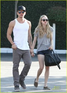 Ryan Phillippe & Amanda Seyfried - this was an interesting pairing. Once again Amanda falls for one of her co-stars...They made a cute couple until she found out he was having a baby with another girlfriend....