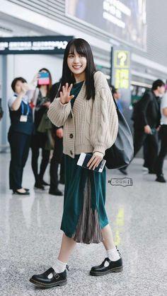 Midi Skirt, Sequin Skirt, Teacher Style, Asian Woman, Trending Memes, Cute Girls, Fashion Models, Normcore, Feminine