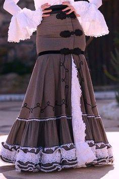 That is a gorgeous skirt Flamenco Costume, Flamenco Skirt, Fashion Mode, Love Fashion, Fashion Design, Dress Paterns, Spanish Dress, Spanish Fashion, Gala Dresses