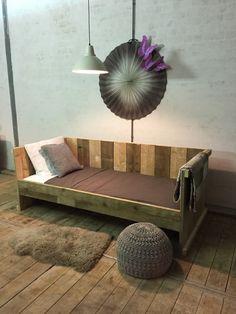 Stoer bed van gebruikt steigerhout www.houtenzo.com www.meubelensteigerhout.nl