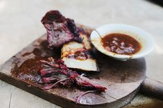 Using the lovely Glorious! Korean BBQ sauce, I came up with this delicious beef short rib recipe cooked indirect on the BBQ. Korean Bbq Sauce, Korean Bbq Beef, Korean Food, Bbq Beef Ribs, Beef Short Ribs, Rib Recipes, Cooking Recipes, Spicy, Grilling