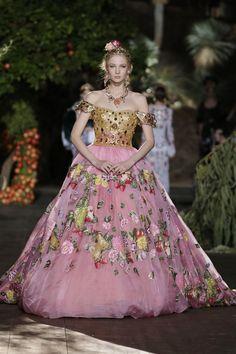 FASHION DOT CD           - Nastya  Sten at Dolce & Gabbana Alta Moda Fall...