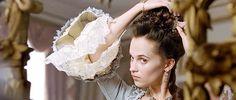 Sel doing her hair