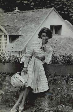 I like the wicker bag.