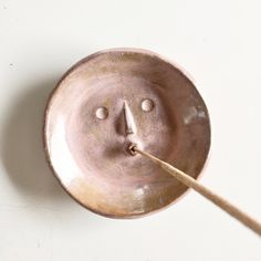 Picasso Face Dish Weihrauchhalter in Pink - Made to Order - Rami Kim Studio . - Picasso Face Dish Weihrauchhalter in Pink – Made to Order – Rami Kim Studio - Ceramic Clay, Ceramic Pottery, Pottery Art, Ceramic Boxes, Pottery Sculpture, Pottery Painting, Diy Clay, Clay Crafts, Insence Holder