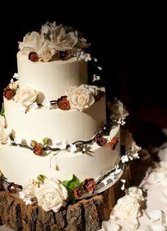 Rustic Wedding Cake Keywords: #rusticweddingcakes #jevel #jevelweddingplanning Follow Us: www.jevelweddingplanning.com www.pinterest.com/jevelwedding/ www.facebook.com/jevelweddingplanning/