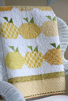 Fresh Squeezed - citrus #quilt I could see this one as apples instead of oranges, or as a fun border around another quilt pattern.