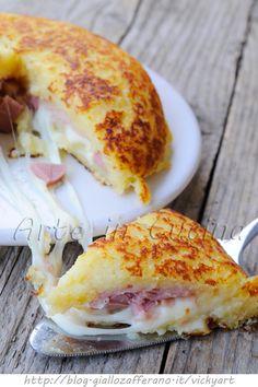 Gateau di patate in padella con prosciutto e wurstel