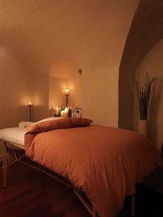 Doonas/quilts would be annoying during massage draping, however it would be lovely during a facial. I just like how it makes the bed look fluffy and warm..more inviting.