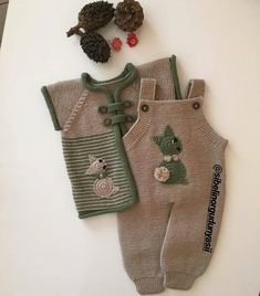 Super Knitting Baby Romper Hats Ideas K Baby - Diy Crafts - maallure Baby Sweater Knitting Pattern, Baby Boy Knitting, Knit Baby Sweaters, Knitted Baby Clothes, Knitting For Kids, Baby Knitting Patterns, Knitting Socks, Knitted Hats, Boho Baby