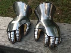 Gauntlets - Wassonartistryphotos - Early 15th century design with extended metacarpal plates while retaining hourglass cuffs.