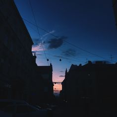 Night Sky Moon, Night Skies, Gold Skies, Blue Sunset, Night Aesthetic, Pretty Sky, Blue City, Grunge, Sky Art