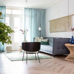 de pvc-vloer van Moduleo Moods Herringbone Medium TR Blackjack Oak 22220. Voor €54,95 per m2 Home Decor Colors, Colorful Decor, Moduleo Flooring, Living Room, House, Home, Home Living Room, Drawing Room, Lounge