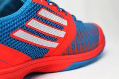 Die neuen Adidas adizero Counterblast 7 Handballschuhe in blau/rot. Die extrem leichten Handballschuhe sind für alle schnellen und wendigen Handballer gedacht, die Ihrem Gegner gerne die Fersen zeigen wollen. http://www.handball-markt.de/handballschuhe/adidas-handballschuhe/adidas-adizero-counterblast-7-handballschuhe-infrared/solar-blue.html