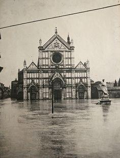 4 novembre 1966 Firenze Santa Croce - l'Arno inonda Firenze #alluvione #flood