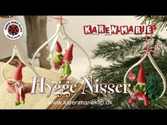 (26) 3D Quilling Hyggenisser (Ophæng)/ Pixies (Hangers) - Karen Marie Klip & Papir - YouTube Neli Quilling, Quilled Roses, Quilling Cards, Paper Quilling, Quilling Ideas, Quilling Christmas, Christmas Wreaths, Xmas, Christmas Ornaments
