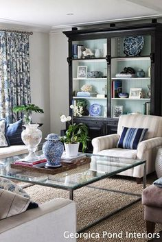 The Glam Pad: 20 Blue and White Family/Living Rooms