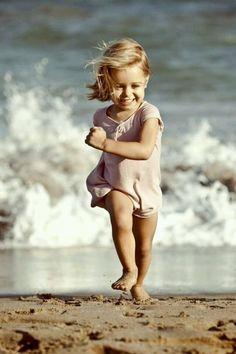 New photography beach kids children Ideas World Photography, Image Photography, Family Photography, Photography Poses, Ocean Photography, Outdoor Photography, Toddler Beach Photography, Children Photography, Fotos Strand