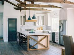 30 Amazing Modern Farmhouse Kitchen Lighting Decor Ideas And Remodel. If you are looking for Modern Farmhouse Kitchen Lighting Decor Ideas And Remodel, You come to the right place. Country Kitchen Ideas Farmhouse Style, Farmhouse Kitchen Lighting, Kitchen Island Decor, Country Kitchen Farmhouse, Farmhouse Kitchen Cabinets, Modern Farmhouse Kitchens, Kitchen Cabinet Design, Home Decor Kitchen, Country Style