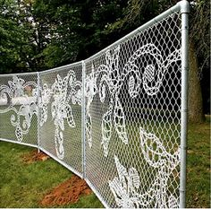 "WOW! Check out this ""lace"" chain link fence!   Read about it here: http://www.improvisedlife.com/2009/10/20/d-i-y-lace-chain-link-fence/"